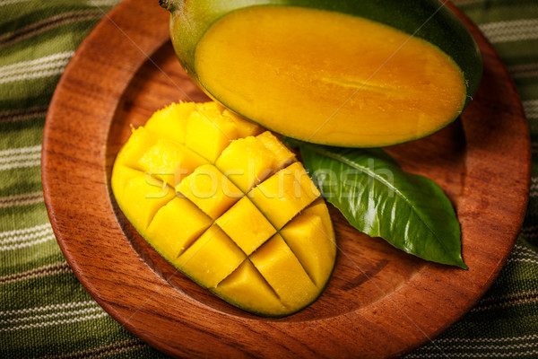 Delicioso maduro manga fruto folha cubo Foto stock © grafvision
