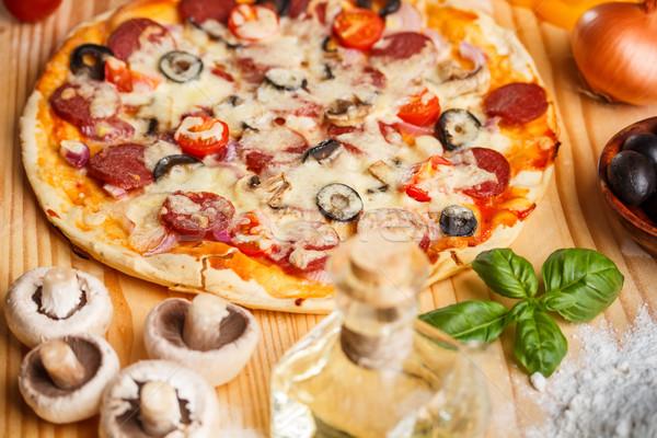 Stock fotó: Egész · sült · pizza · fa · deszka · sajt · vacsora
