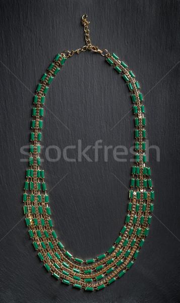 Colier verde pietre top vedere negru Imagine de stoc © grafvision