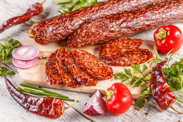 Rebanadas salami salchicha tabla de cortar carne Foto stock © grafvision