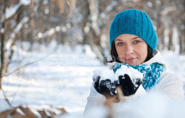 Kobieta gry śniegu piękna kobieta dziewczyna uśmiech Zdjęcia stock © grafvision
