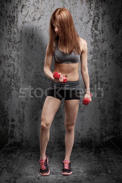 Mulher da aptidão treinamento halteres fitness beleza energia Foto stock © grafvision
