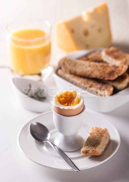Főtt tojás ízletes főtt reggeli felszolgált tojás Stock fotó © grafvision