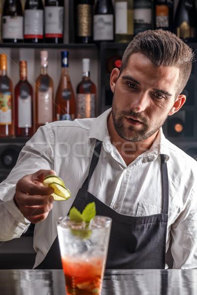 Barman coquetel cal beber clube trabalhando Foto stock © grafvision