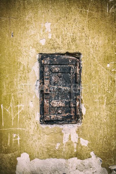 Vieux rouillée porte peu casier bâtiment Photo stock © grafvision