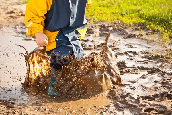 Gyermek csobbanás pocsolya sár víz eső Stock fotó © grafvision