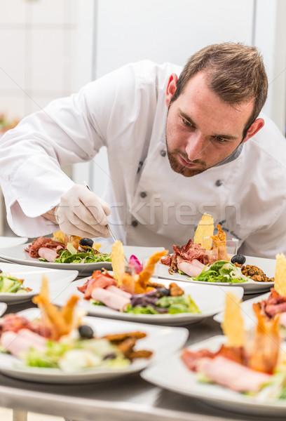 Chef antipasto piatto concentrato maschio cucina Foto d'archivio © grafvision