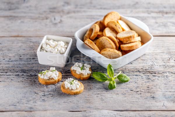 Sabroso salado aperitivos rebanadas tostado baguette Foto stock © grafvision