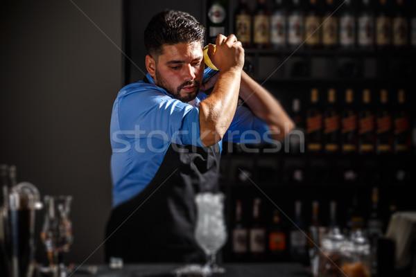 Barman alcohol cóctel hombre beber club Foto stock © grafvision