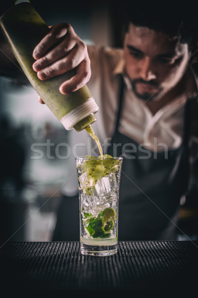 Barman dulce jarabe frescos agrio Foto stock © grafvision