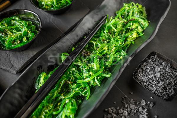 Zeewier salade geserveerd zwarte voedsel Stockfoto © grafvision
