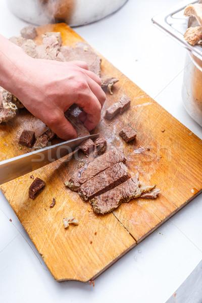 Szakács főtt marhahús hús fából készült vágódeszka Stock fotó © grafvision