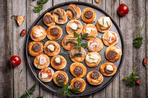 Mini Pizza top Ansicht hausgemachte Vorspeisen Stock foto © grafvision