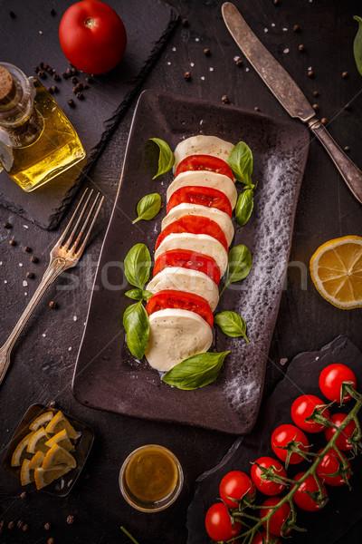 Taze İtalyan caprese salatası mozzarella domates karanlık Stok fotoğraf © grafvision