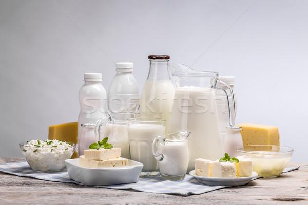 Mesa de madera mesa queso botella crema Foto stock © grafvision