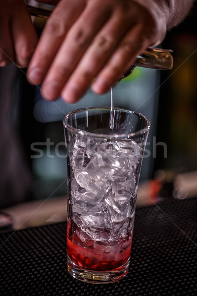 Barman mano cal jugo hombre Foto stock © grafvision