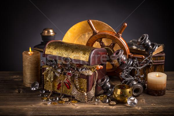 Schatkist houten geld achtergrond goud sieraden Stockfoto © grafvision