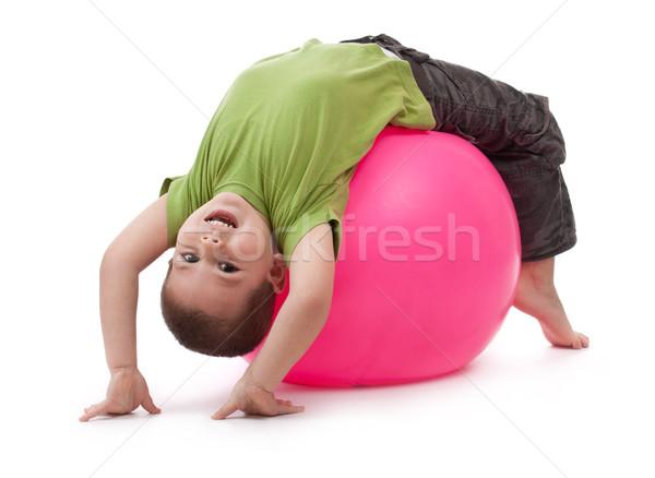 Weinig jongen groot rubber bal Stockfoto © grafvision