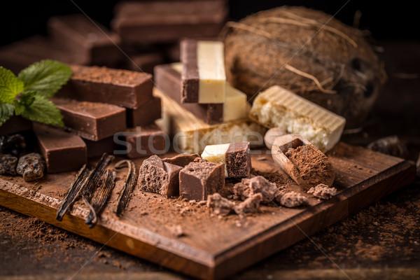 Törött házi készítésű csokoládé szelet fából készült fa háttér Stock fotó © grafvision