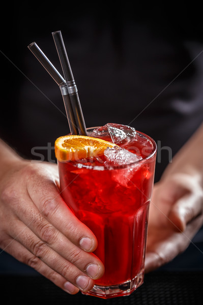 Barmann rot Cocktail Orangenscheibe Ice Cube Stroh Stock foto © grafvision
