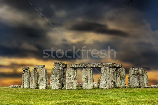 Stonehenge coucher du soleil apocalyptique ciel Royaume-Uni herbe Photo stock © grafvision