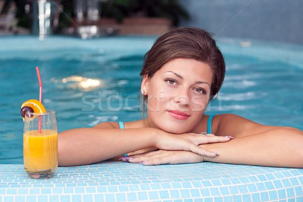Mulher vitamina bebidas jacuzzi jovem Foto stock © grafvision