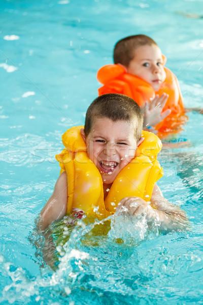 Jongens zwemvest leren zwemmen zwembad water Stockfoto © grafvision