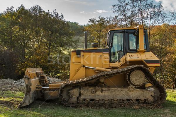 Amarelo escavadeira ao ar livre tiro construção verde Foto stock © grafvision