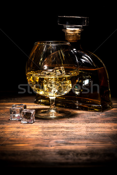 Koniak brandy szkła kostkę lodu pić pokładzie Zdjęcia stock © grafvision