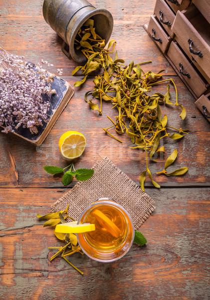 Fincan bitkisel çaylar limon rustik ahşap üst Stok fotoğraf © grafvision
