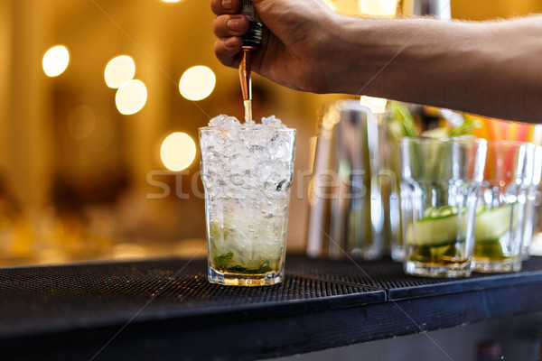 Barman mojito koktajl alkoholu strony Zdjęcia stock © grafvision