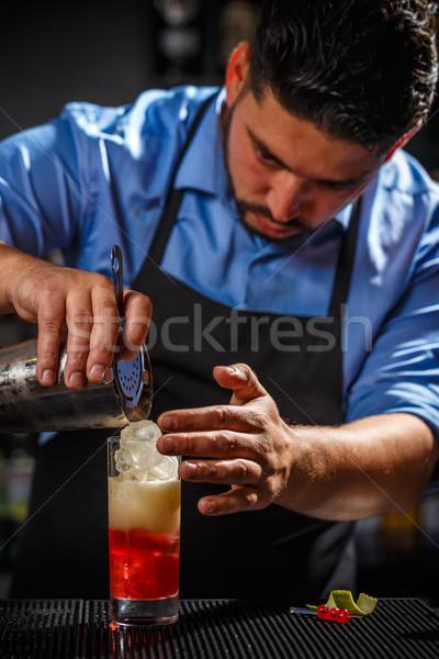 Barman shaker cocktail bar man drinken Stockfoto © grafvision