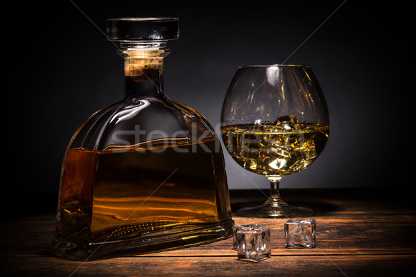 Conhaque brandy vidro ice cube beber conselho Foto stock © grafvision
