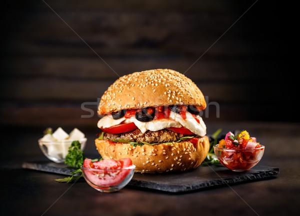 Stok fotoğraf: Lezzetli · Burger · patates · kızartması · siyah · peynir · hamburger