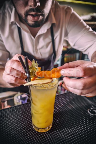 бармен коктейль оранжевый вечеринка человека стекла Сток-фото © grafvision