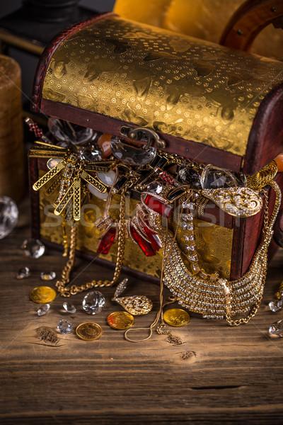 Piccolo pirata tavolo in legno oro vintage Foto d'archivio © grafvision