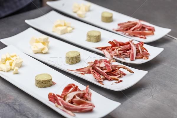 Veel platen voorgerechten bereid commerciële keuken Stockfoto © grafvision