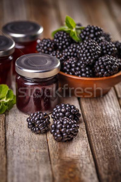 Sabroso BlackBerry atasco frescos bayas mesa de madera Foto stock © grafvision