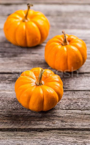 Stock fotó: Mini · narancs · sütőtök · tökök · fa · deszka · ősz