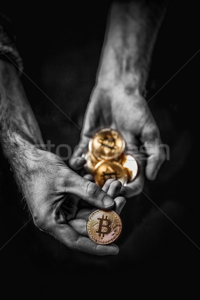 Or bitcoin homme main symbole nouvelle Photo stock © grafvision