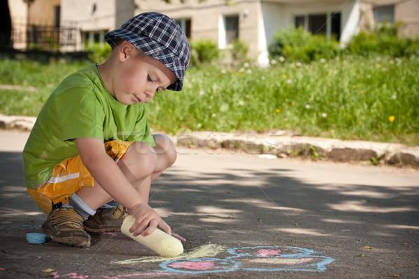 Erkek çizim tebeşir asfalt mutlu sanat Stok fotoğraf © grafvision