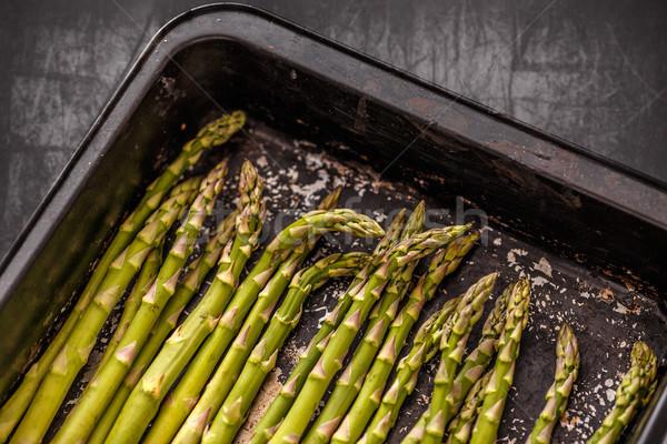 Nyers zöld spárga fekete főzés tálca Stock fotó © grafvision