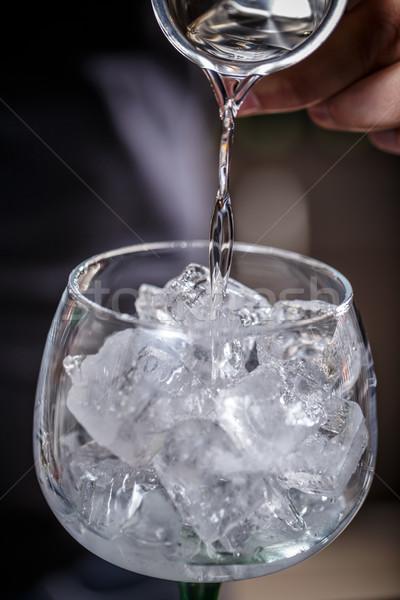 Barman álcool vidro gelo mão Foto stock © grafvision