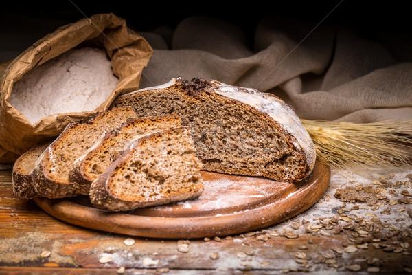 Teljes kiőrlésű rozs kenyér vágódeszka búza sötét Stock fotó © grafvision
