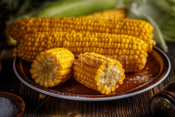 Gotowany kukurydza brązowy tablicy drewna Zdjęcia stock © grafvision
