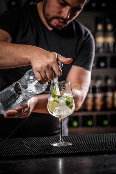 Barman soda water man glas Stockfoto © grafvision