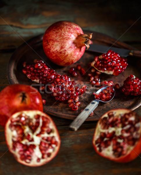 Kırmızı olgun sulu kırık bütün tablo Stok fotoğraf © grafvision