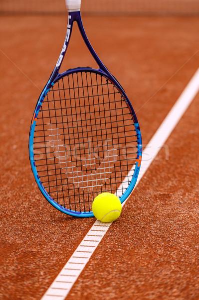 Bola de tênis vermelho argila tribunal tênis Foto stock © grafvision