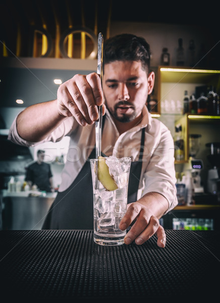Barman jengibre vidrio blanco camisa negro Foto stock © grafvision
