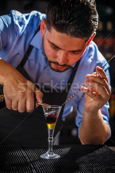 Stockfoto: Barman · cocktail · shot · hand · glas